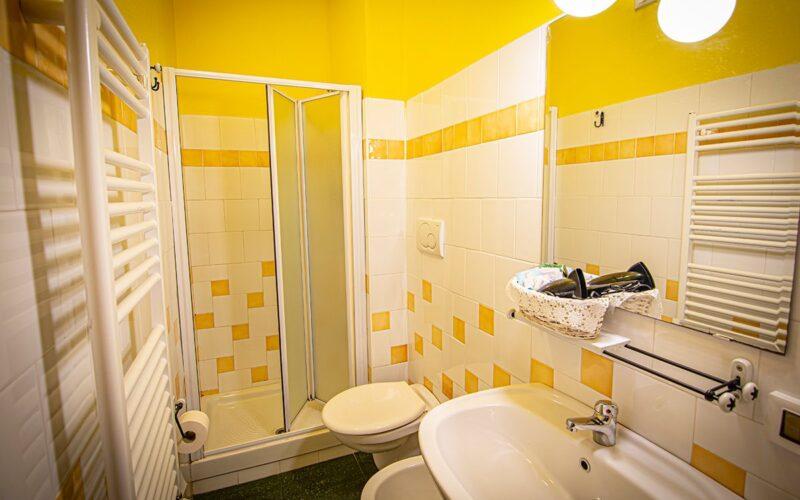camera-doppia-bagno